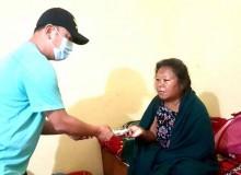 माइला-कान्छा सहयोग अभियानद्वारा धनबहादुर र टुकमाया दम्पतीलाई २१ हजार १ सय प्रदान